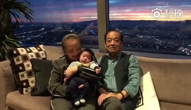 八十二岁的韩美林先生在洛杉矶喜得贵子